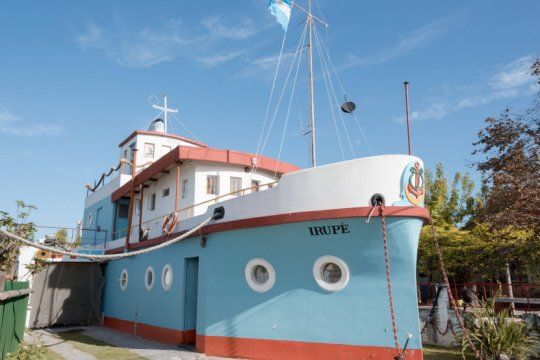 todos a bordo: conoce estas 3 casas con forma de barco en la provincia