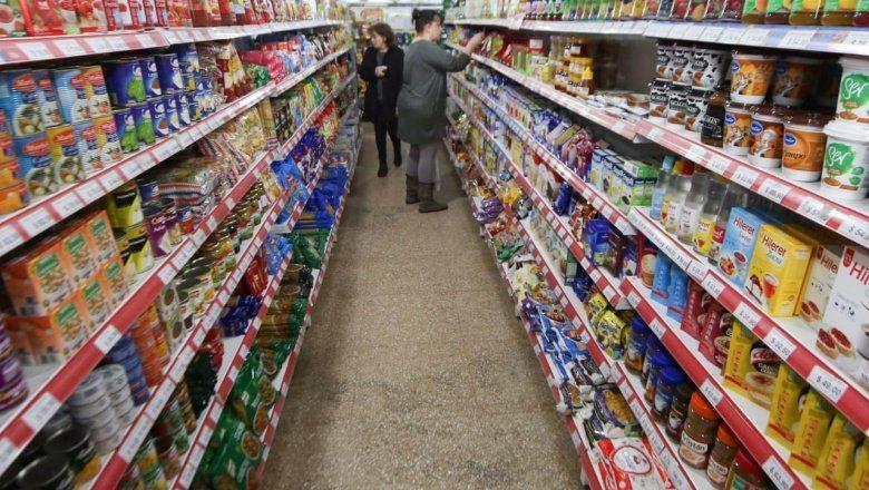 Las ventas en supermercados cayeron 8,8% y llevan 15 meses consecutivos de registros negativos
