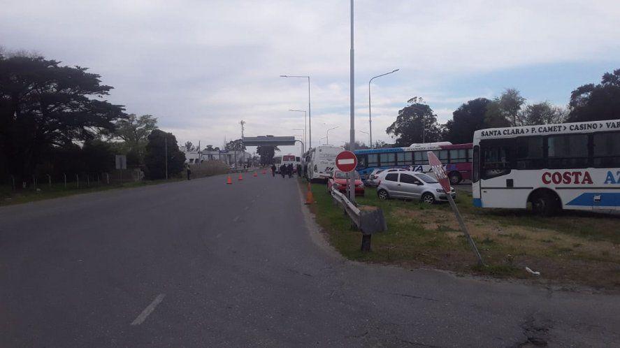 Choferes de Mar del Plata pasaron dos noches a la vera de la Ruta 2 (Foto: Twitter Diego Pablo Fernández)