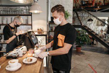 Gastronómicos piden que sus clientes no dejen de ir a cenar (Foto dePavel DanilyukenPexels)