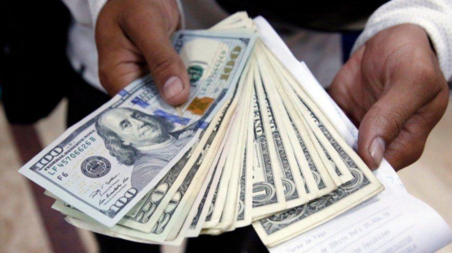 El dólar paralelo trepó a $150 en las primeras operaciones