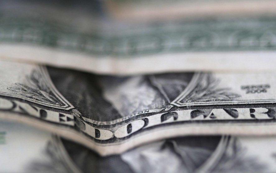 El dólar pisó los 46 pesos y el riesgo país los 1000 puntos básicos