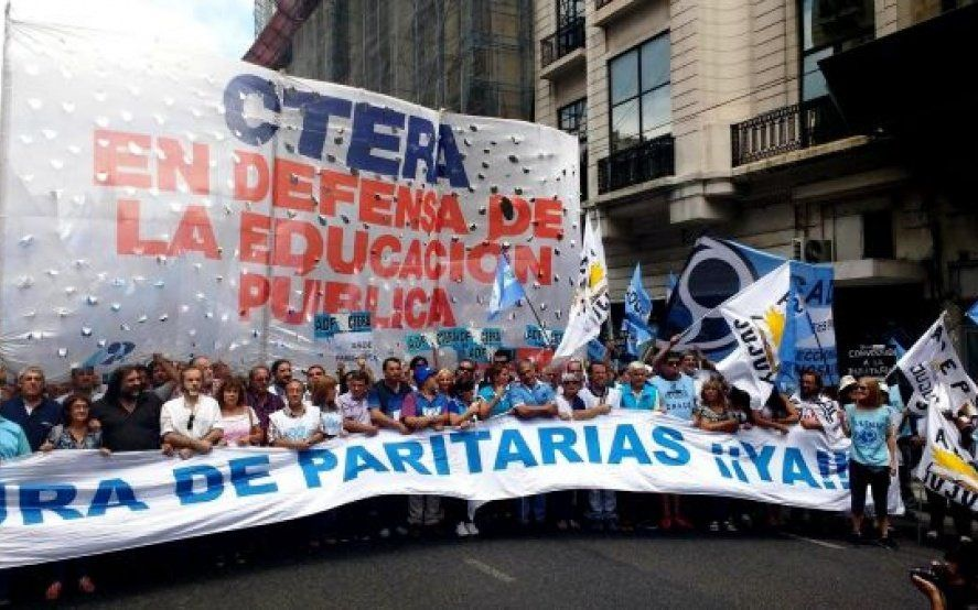 El gobierno convocó a los gremios docentes nacionales a una reunión para el lunes