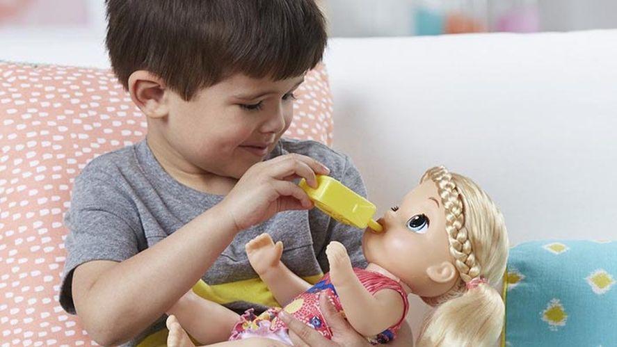 Las muñecas favorecen el juego simbólico.