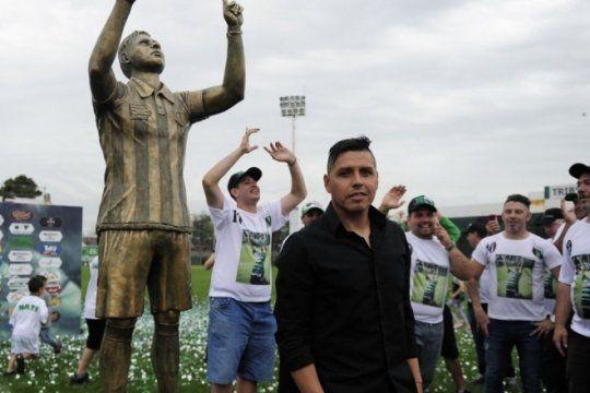 tiene 43 anos, 700 partidos y su propia estatua: descubri a la figura de la b nacional que arranca manana