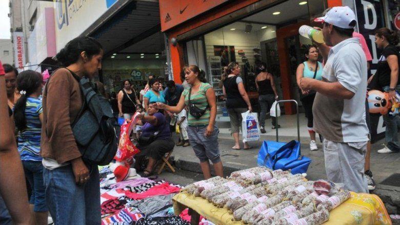 Durante julio, la venta callejera bajó en Capital Federal pero subió en el Gran Buenos Aires
