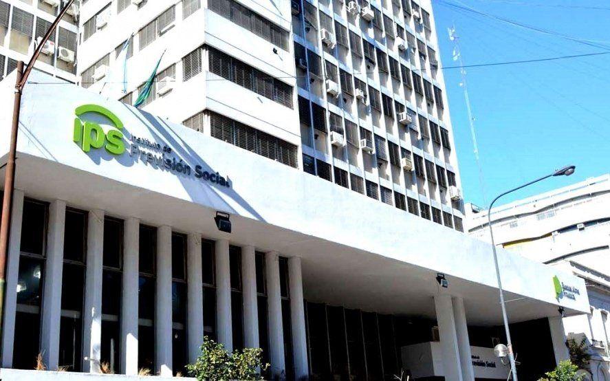 Docentes jubilados y pensionados del IPS cobran con aumento salarial desde este martes