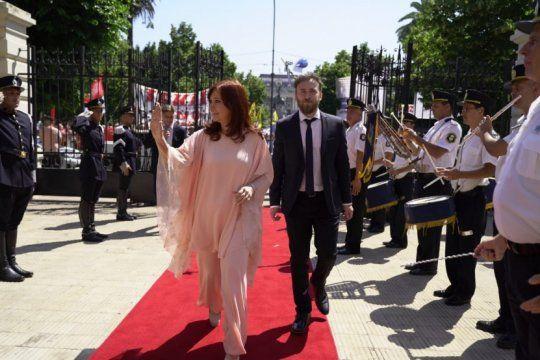 kicillof asume la gobernacion: cristina fernandez ya llego a la legislatura bonaerense