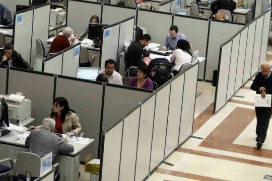 el gobierno confirmo que los trabajadores estatales tambien recibiran el bono de fin de ano