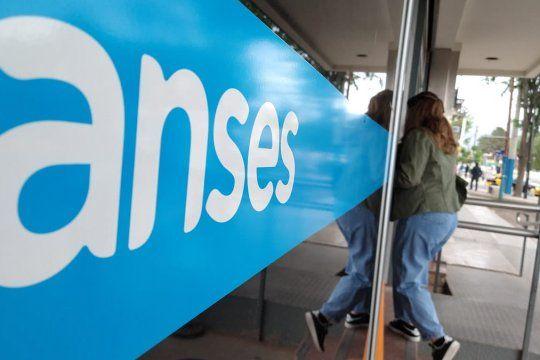 ANSES continúa hoy con su calendario de pagos de abril.