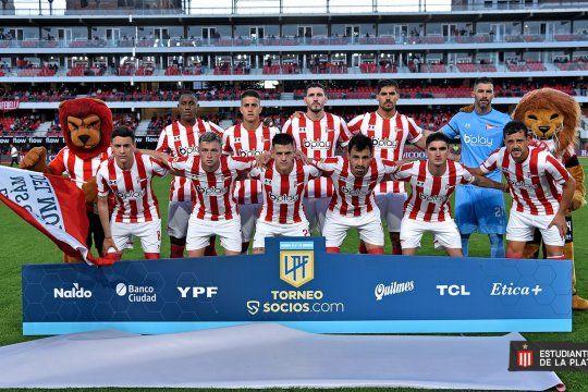 El once de Estudiantes frente a Atlético Tucumán.