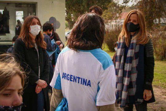 Tolosa Päz en el Hogar del Padre Cajade con la Fundación YPF