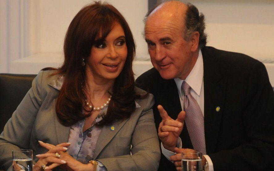 Bonadío procesó a Cristina Kirchner por utilizar la flota de aviones presidencial para transportar diarios al sur