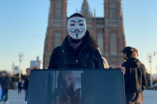 #17a: quienes eran los jovenes con mascaras de anonymous