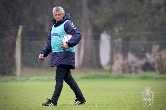 Néstor Pipo Gorosito, en una prueba de fútbol de Gimnasia