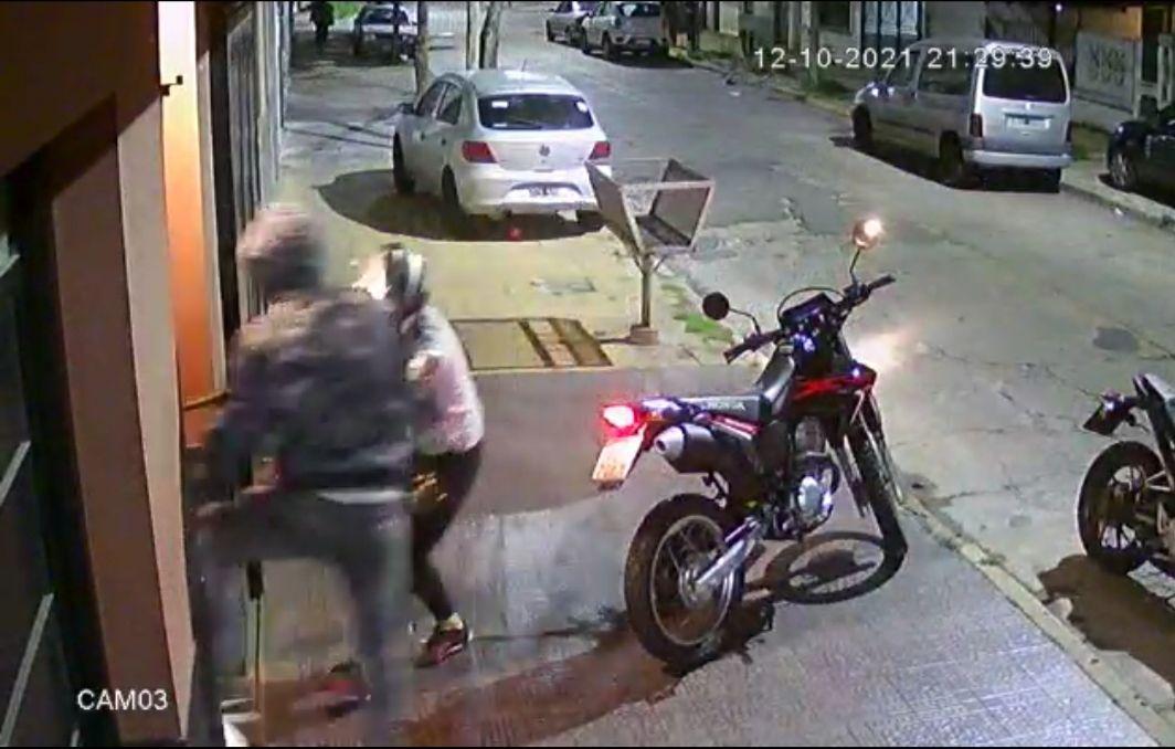 caseros: motochorros asesinaron a un policia en un robo