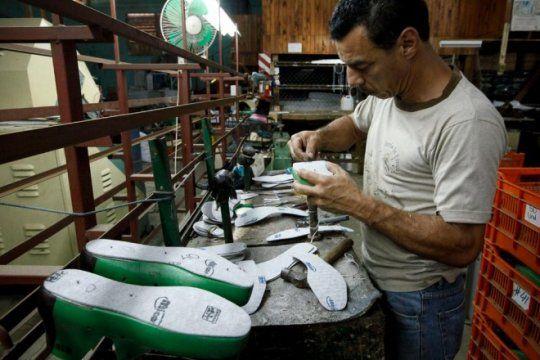 la produccion en crisis: despidos en bolivar y suspensiones en coronel suarez