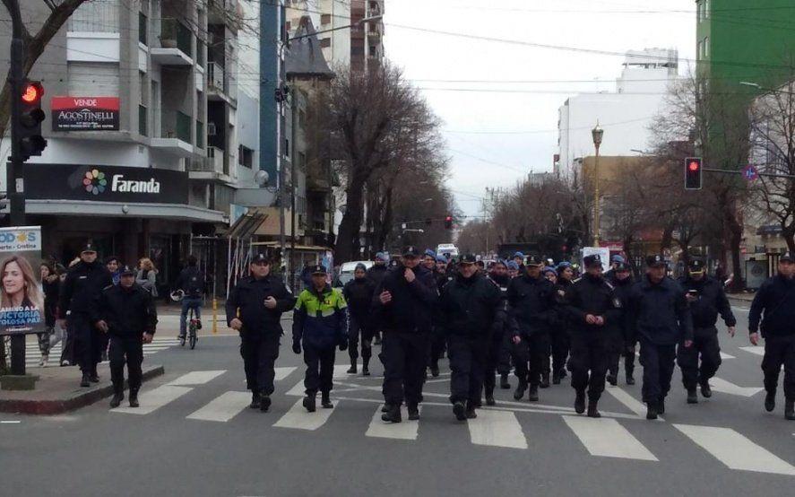 Nuevos detenidos en el centro platense en el marco del mega operativo policial anti manteros