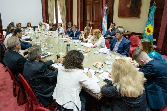 kicillof recibio la visita de maximo kirchner y del ministro de educacion, nicolas trotta