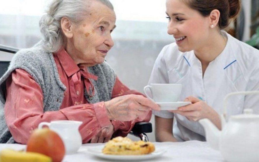 Cuidadores domiciliarios: avanza la creación del registro de prestadores