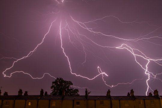 alerta meteorologico por tormentas fuertes con posible caida de granizo en el oeste y el sur de la provincia