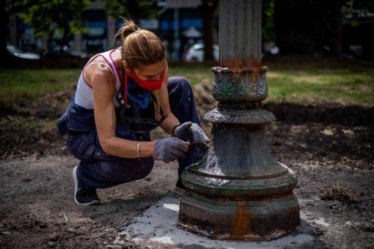 Constanza Addiechi tiene a cargo la restauración y puesta en valor de todo el patrimonio escultórico de la ciudad