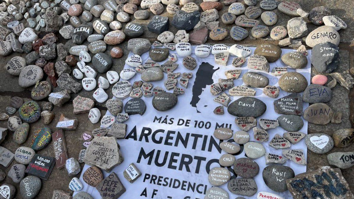La marcha de las piedras y el recuerdo a los fallecidos por coronavirus (Foto: @Continental590)