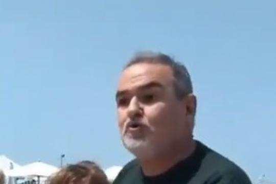 insolito: un hombre irrumpio con insultos homofobicos en una manifestacion contra la discriminacion en ?playa grande?