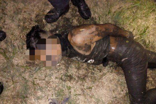 El falso Rambo robó una moto y se camufló con barro de una zanja