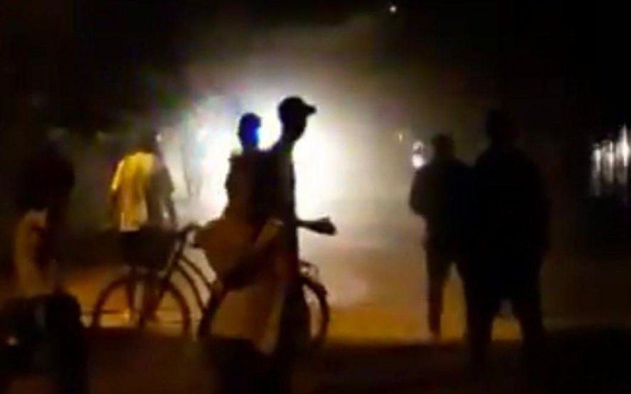 Batahola en Arturo Segui dejó a un policía baleado, a otro apedreado y una mujer herida