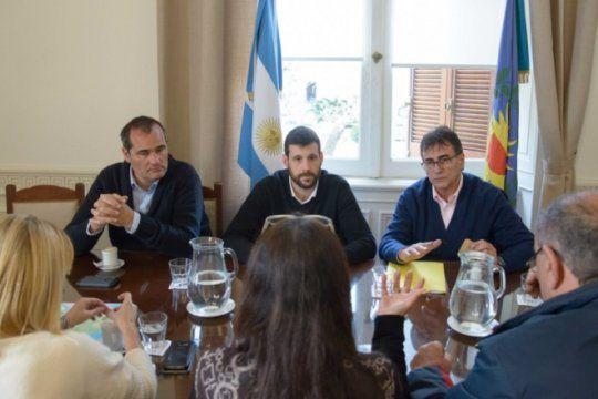 con aportes del massismo, islenos avanzan para subsidiar el transporte fluvial
