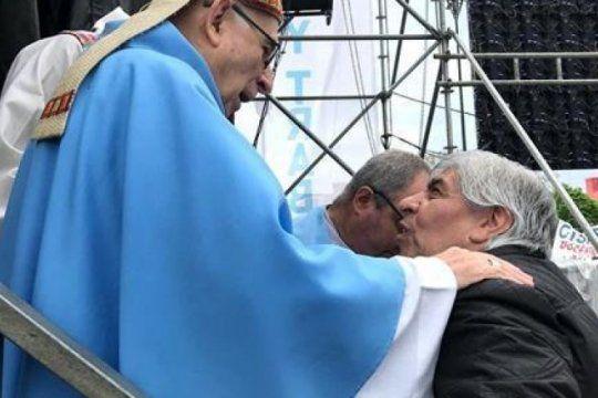 reves para los moyano: desde la iglesia salen a aclarar que el papa ?no tuvo injerencia? en la misa de lujan