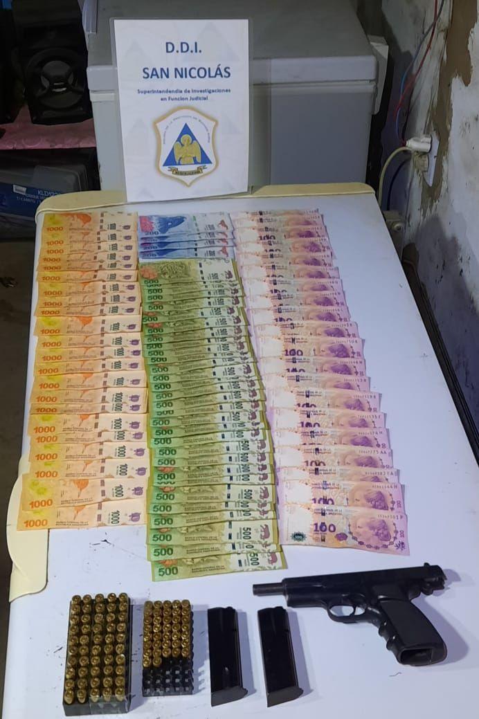 En el allanamiento, efectuado en Marcos Paz, incautaron 200.000 pesos y un arma