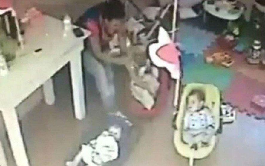 La justicia platense ordenó la detención de la docente que maltrató a una beba de 4 meses