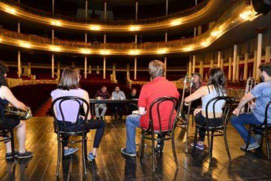 convocatoria abierta: el coliseo podesta suma actores y musicos para su quinta produccion teatral