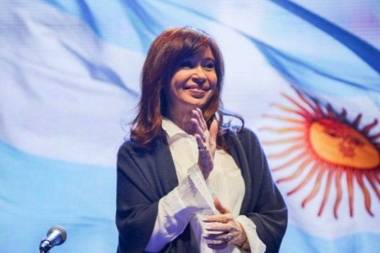 ?pindonga? y ?cuchuflito? llegaron a espana: para la prensa internacional ?simbolizan la crisis economica argentina?