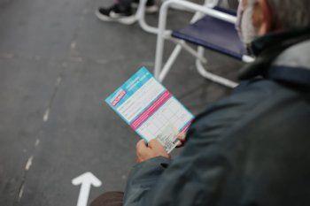 Al carnet de socio se le sumaría el carnet de vacunación como requisito para ir a la cancha en el fútbol argentino.