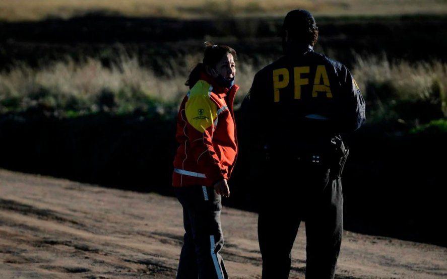 Cristina Astudillo y un agente de la Federal