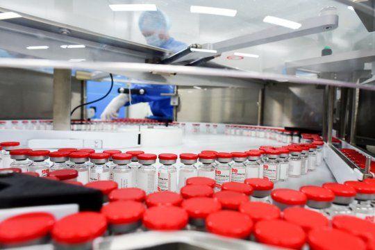 La semana que viene comenzará a producir vacunas Sputnik V en la Argentina
