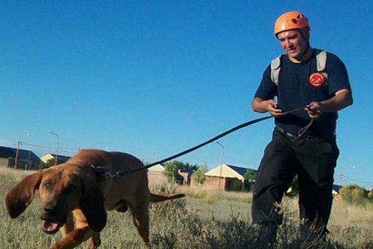 la busqueda de facundo: perros inspeccionan la subcomisaria de mayor buratovich