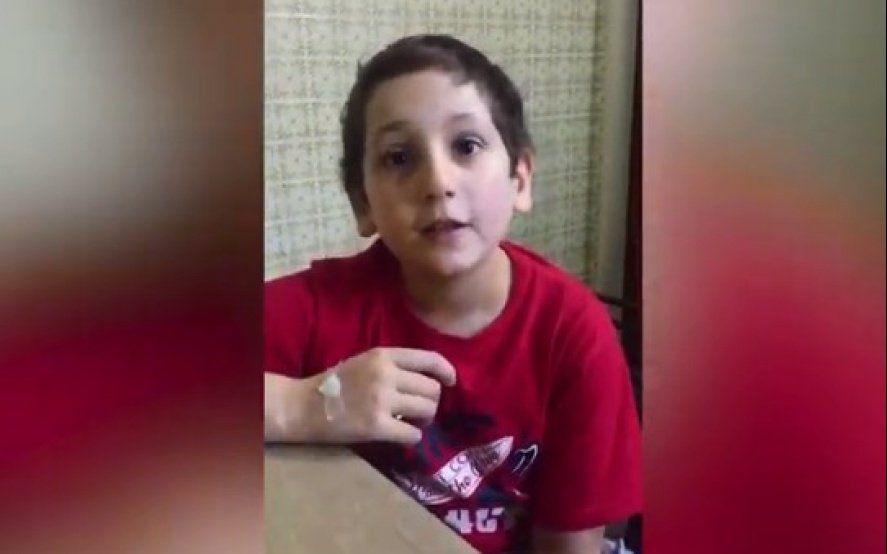 Video: tiene 10 años y pide ayuda para un nene que tiene leucemia, como él