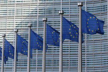 En Europa, la segunda ola de coronavirus obliga a los gobiernos a imponer toque de queda.