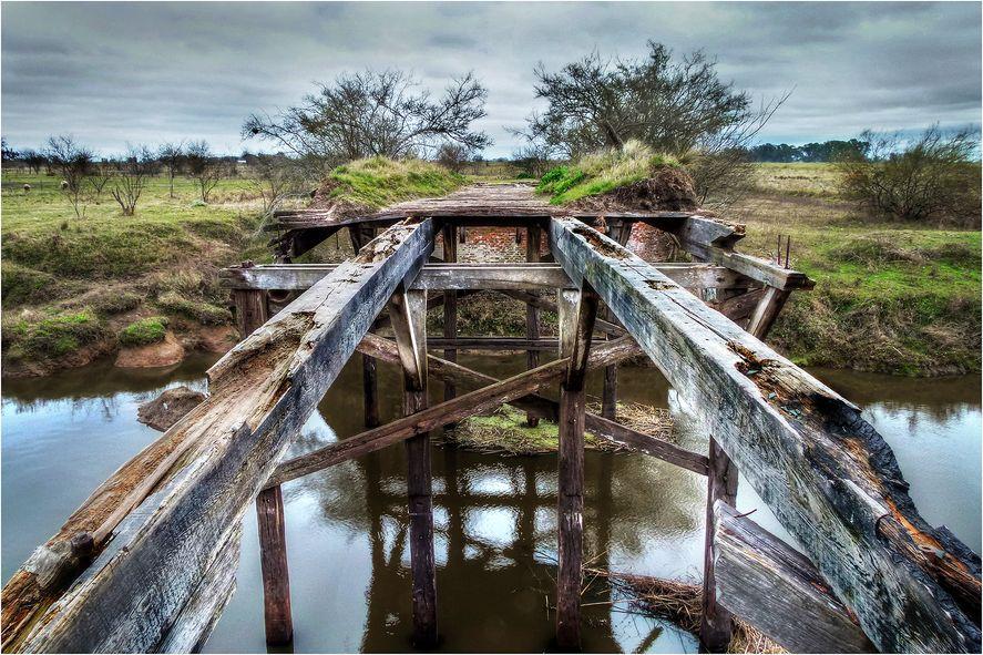 Viejo puente de madera