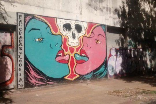 la plata, capital nacional de los murales: entra y recorre la ciudad donde las paredes hablan
