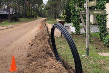 El cableado de Cariló digital, muy cuestionado por los vecinos y flojo de papeles.