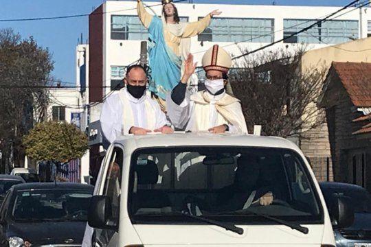 el obispo mestre de mar del plata se recupero de covid y encabezo una procesion