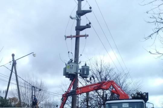edelapamplio la capacidad electrica en un barrio platense