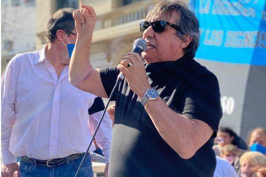Cholo García durante la marcha en La Matanza