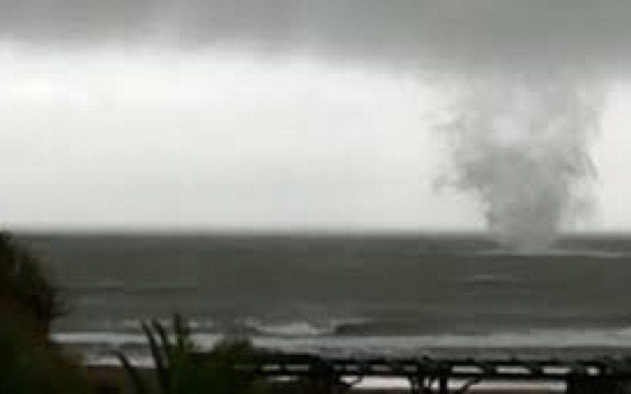 Video: Una impactante tromba marina sorprendió al Partido de la Costa