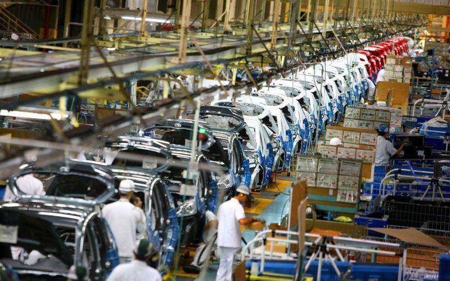 La UIA advirtió que la actividad industrial cayó 9% en los primeros cuatro meses del año